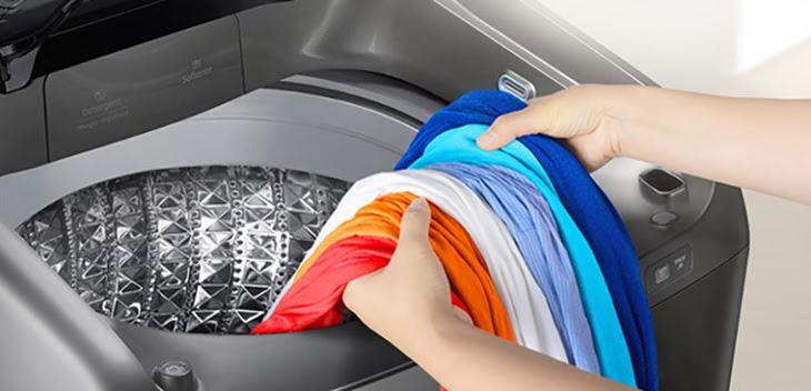 quần áo bị đóng cặn bột giặt