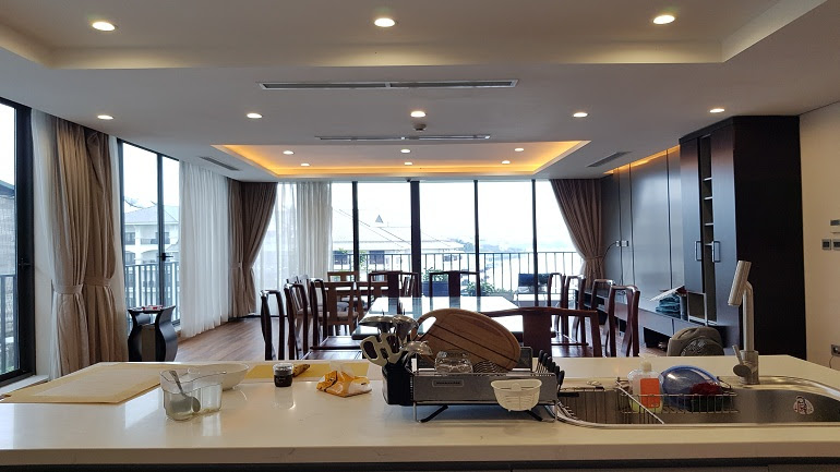 Luxury 1 – bedroom apartment with lake view in Tu Hoa street, Tay Ho district for rent