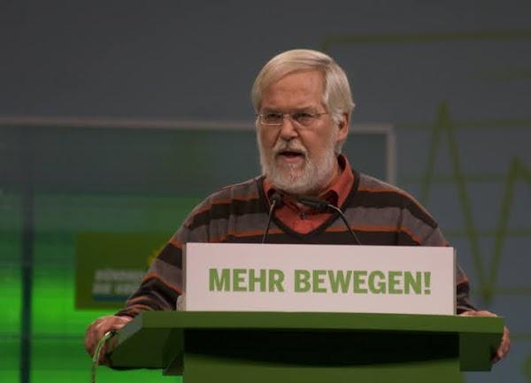 Roland Vogt am Rednerpult.