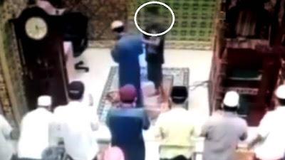 Polisi Sebut Pria Penampar Imam Sedang Memimpin Sholat di Masjid Mengalami Gangguan Kejiwaan