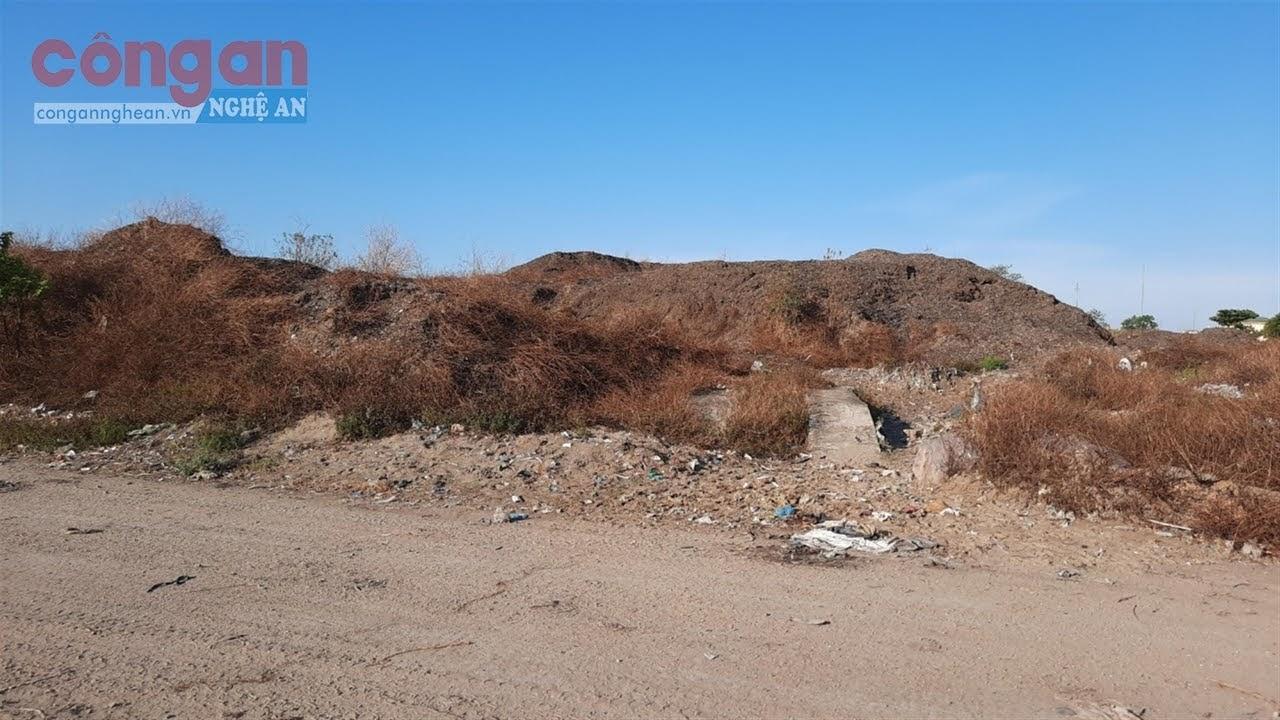 Hơn 84.000 m3 rác sau khi đã sàng lọc xà bần chưa được                                        di chuyển khỏi bãi rác Đông Vinh
