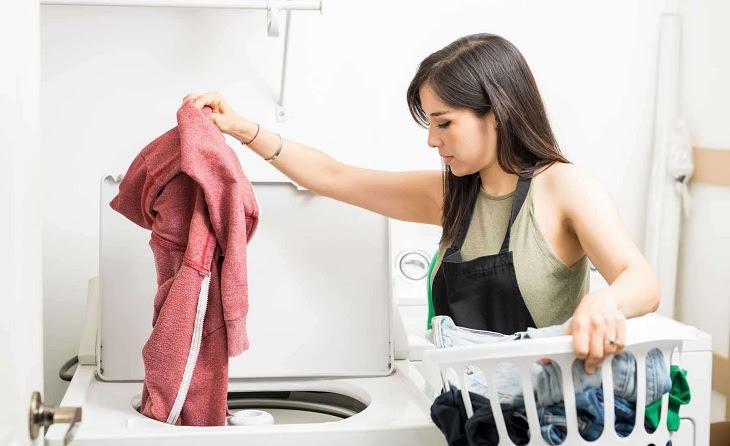 quần áo bị thủng, rách khi giặt bằng máy