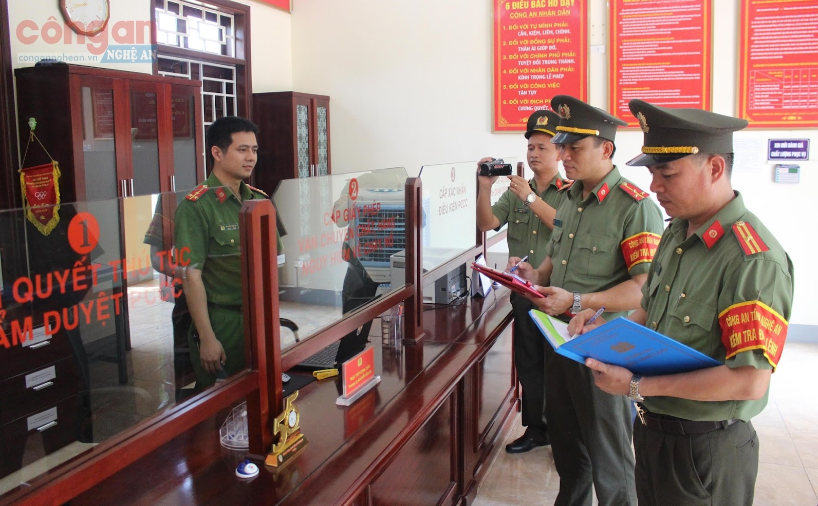 Đội điều lệnh Công an tỉnh kiểm tra tại Phòng Cảnh sát Phòng cháy, chữa cháy và cứu nạn, cứu hộ
