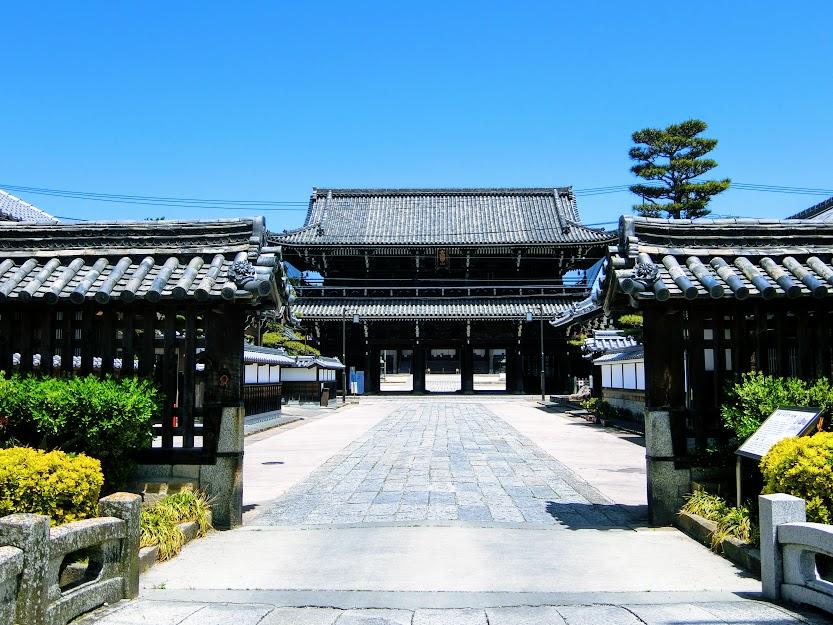 高田本山山門