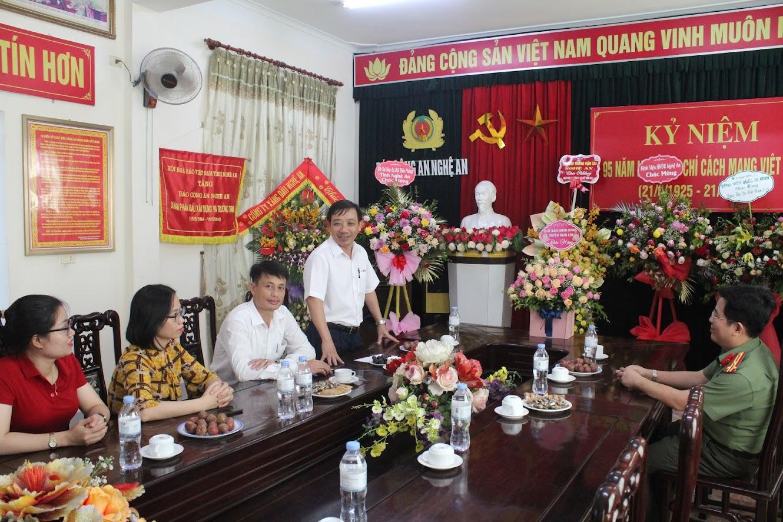 Huyện Nghi Lộc chúc mừng Báo Công an Nghệ An