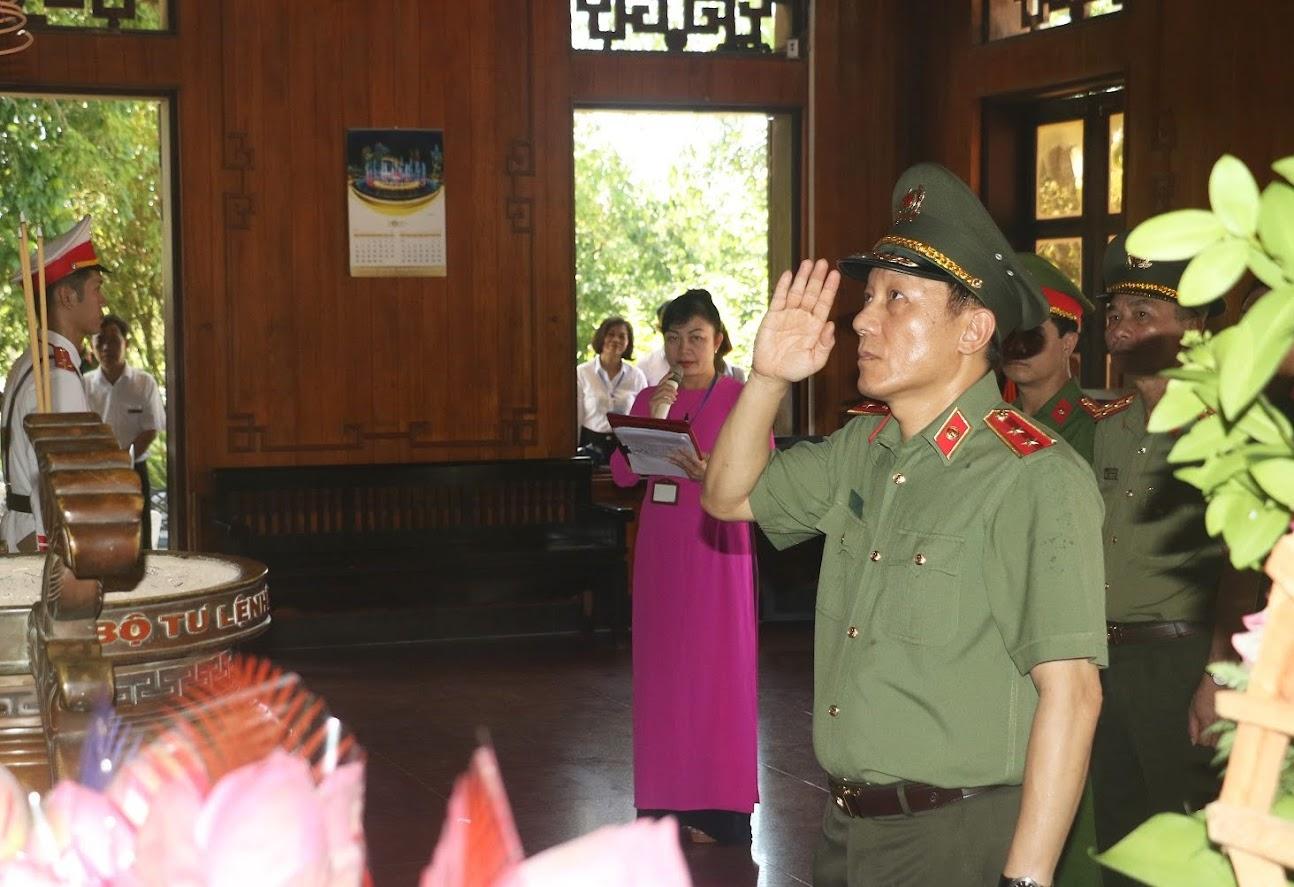 Thứ trưởng Lương Tam Quang tưởng nhớ Chủ tịch Hồ Chí Minh