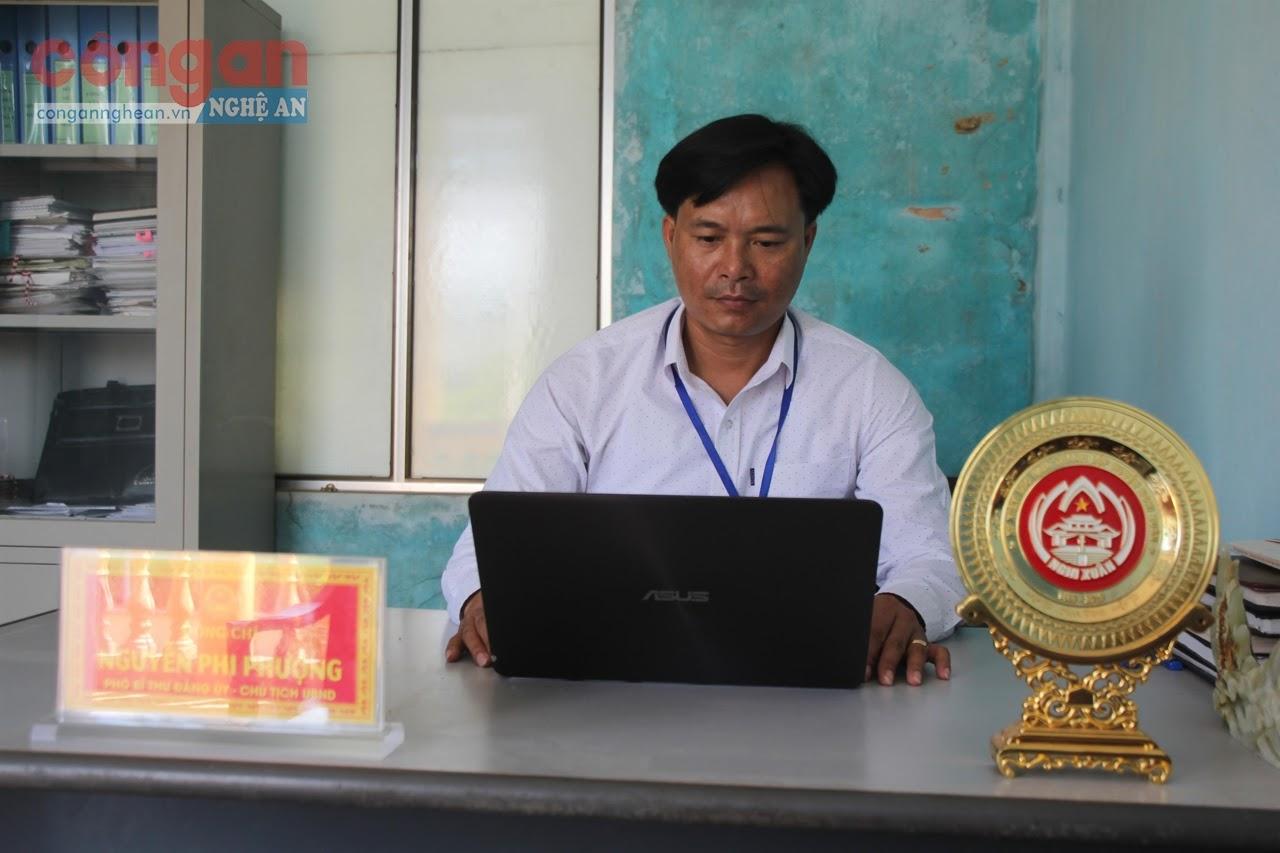 Đồng chí  Nguyễn Phi Phượng,  Chủ tịch UBND xã Xuân Hồng