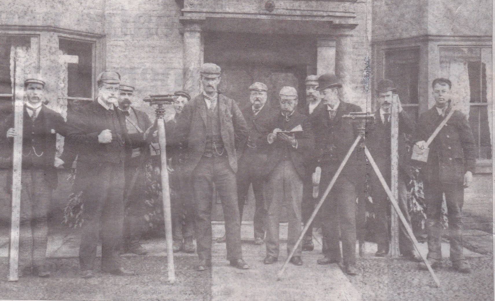 Colonel Stephens outside the White Lion 1905