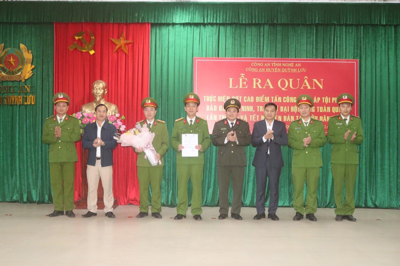 Lãnh đạo huyện Quỳnh Lưu trao thưởng Công an huyện Quỳnh Lưu có thành tích xuất sắc trong chuyên án đấu tranh đường dây mua bán vận chuyển 259 kg pháo nổ