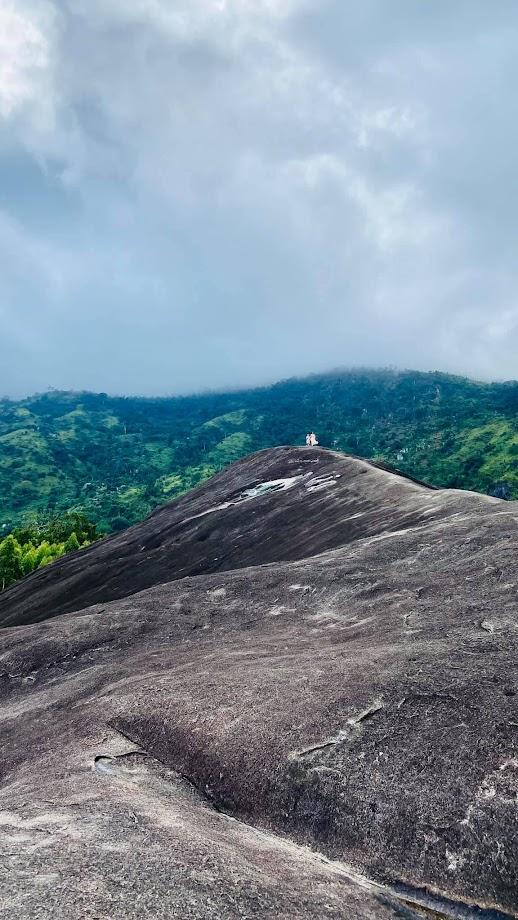 Núi Đá Voi Mẹ - nhìn từ xa