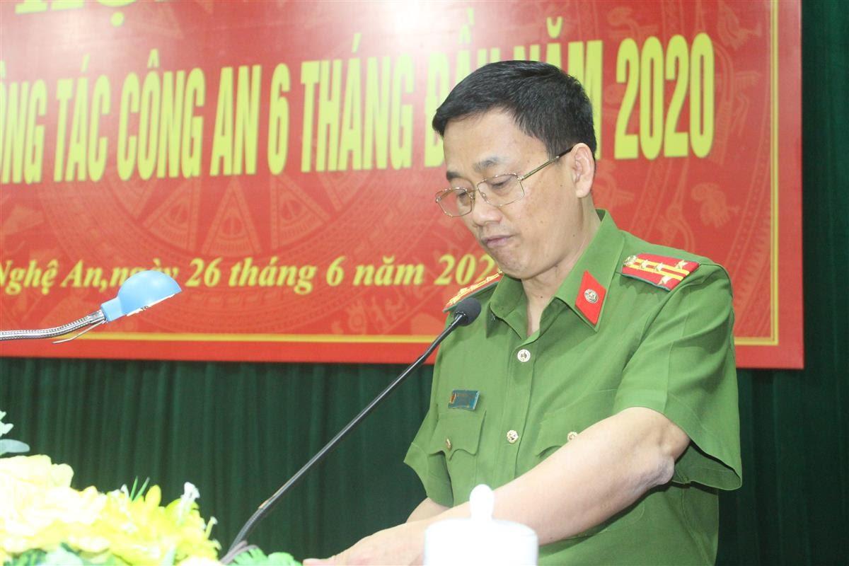 Đại tá Nguyễn Mạnh Hùng, Phó Giám đốc Công an tỉnh trình bày những khó khăn, thách thức trong công tác đấu tranh phòng chống tội phạm công nghệ cao