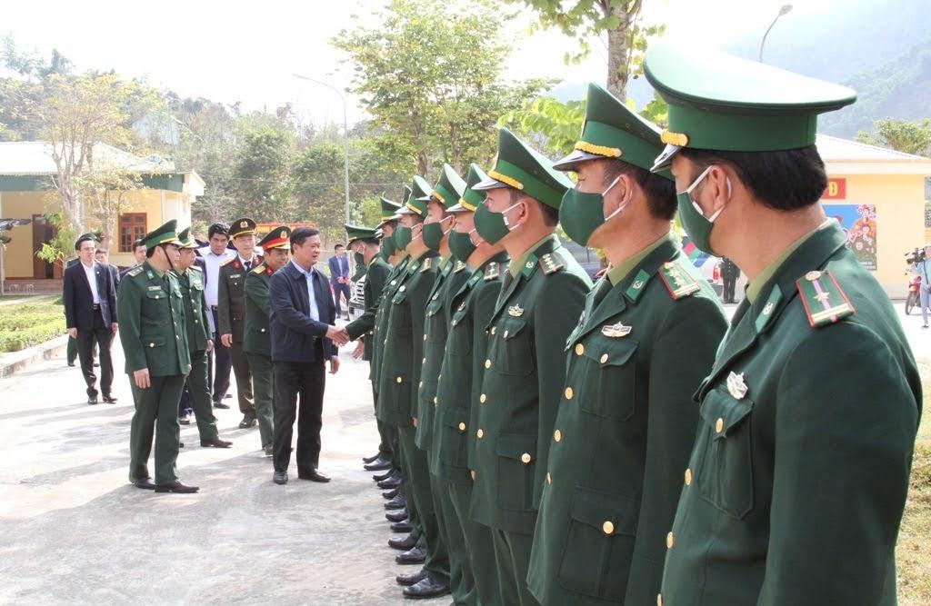 Đồng chí Thái Thanh Quý, Bí thư Tỉnh ủy cùng đoàn công tác thăm và chúc mừng năm mới CBCS Đồn biên phòng Thông Thụ