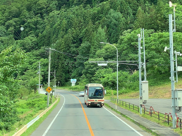 盛岡駅行きの106急行とすれ違い