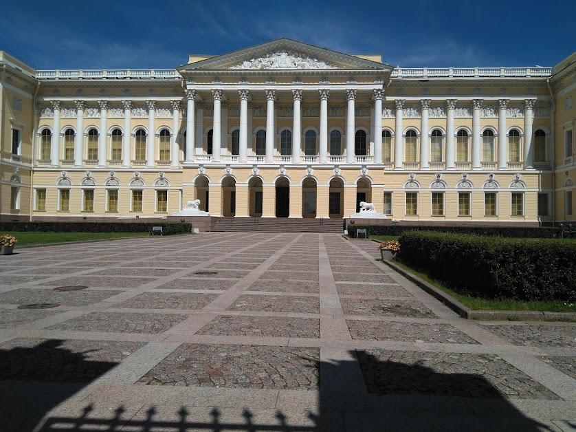 2. Михайловский дворец, известный больше как Русский музей.