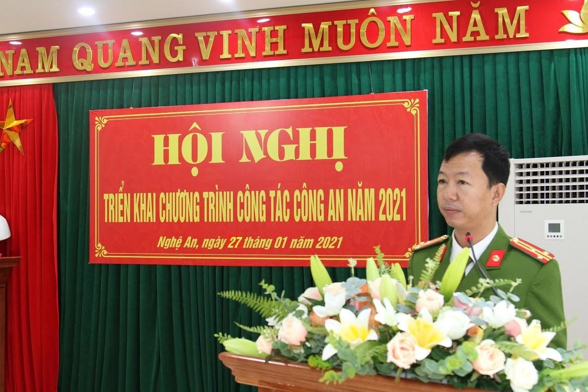 Đồng chí Thượng tá Nguyễn Hữu Cường, Trưởng phòng phát động phong trào thi đua năm 2021 đến toàn thể CBCS trong Đơn vị.