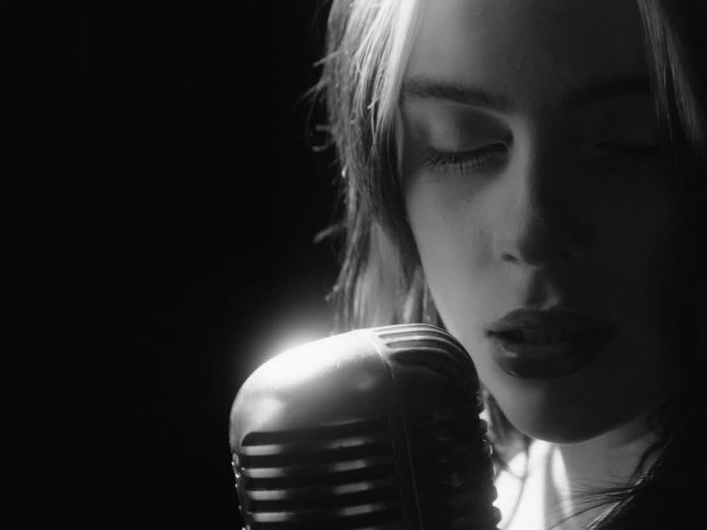 Billie Eilish 〈No Time To Die〉MV終於公開!宣布與Apple TV+ 聯手推紀錄片