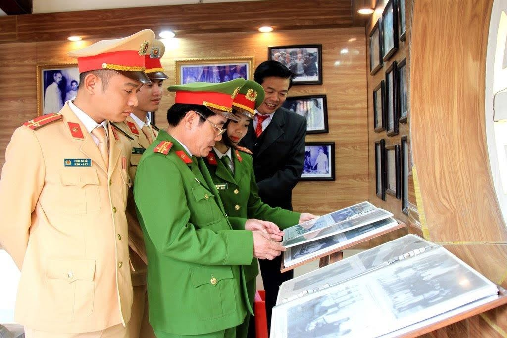 Thượng tá Bùi Quang Vinh, Phó Trưởng Công an huyện Nam Đàn cho biết, đây là những hoạt động có ý nghĩa giáo dục chính trị tư tưởng, truyền thống cho mỗi CBCS nhận thức được vai trò trong việc tu dưỡng, rèn luyện noi gương đồng chí Bộ trưởng đầu tiên của lực lượng CAND Việt Nam.