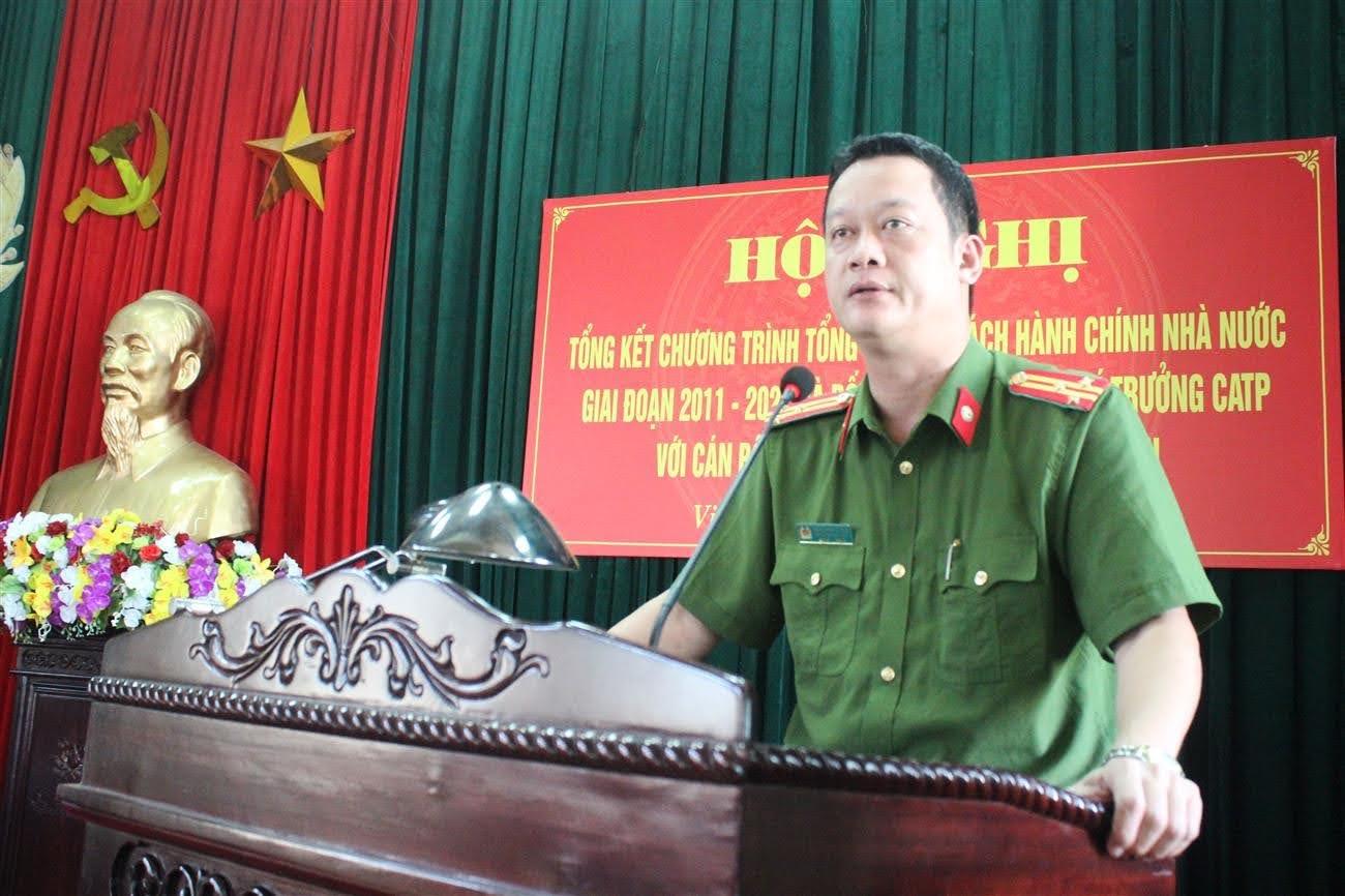 Đồng chí Thượng tá Nguyễn Đức Cường - Trưởng Công an TP Vinh phát  biểu kết luận Hội nghị.