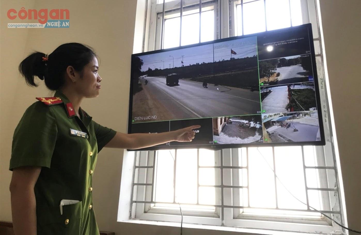 Công an thị trấn Nam Đàn kiểm tra công tác bảo đảm ANTT qua hệ thống camera an ninh