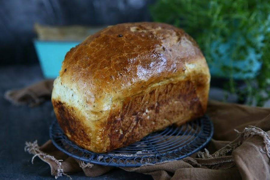 Dill Garlic Bread Loaf
