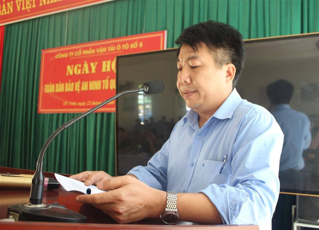 Ông Phan Huy Hoàng, Giám đốc Công ty báo cáo một số kết quả Công ty trong thời gian qua