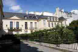 エミリー、パリへ行く Parti dans la galerie de Camille Hôtel du Grand Veneur