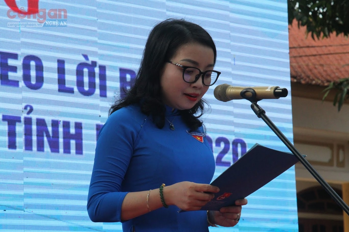 Đồng chí Nguyễn Thị Thơm, Quyền Bí thư Tỉnh đoàn phát biểu tại buổi lễ