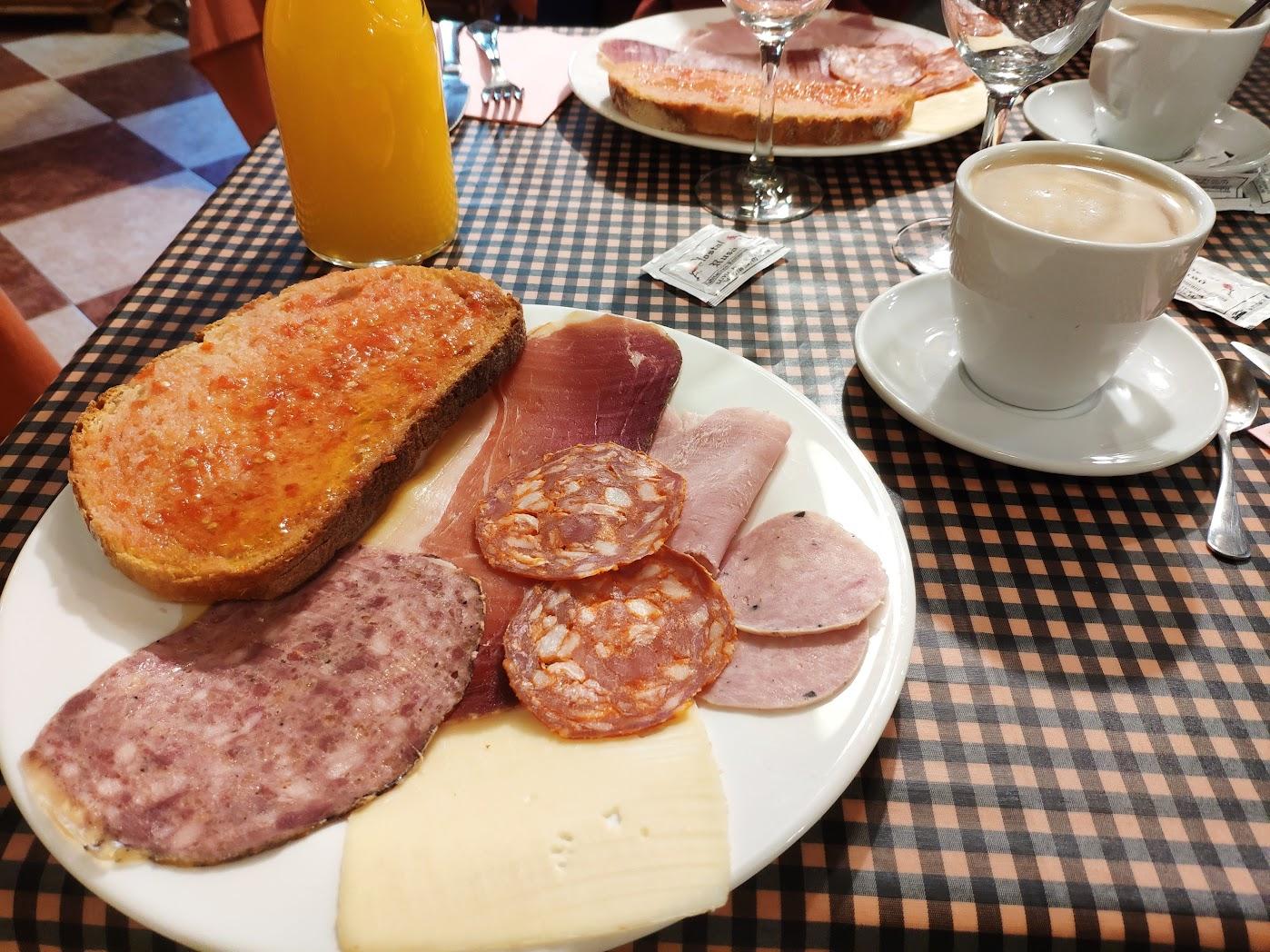 Desayuno en Hostal Rusó.