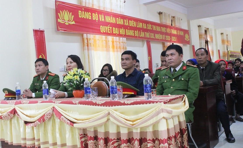 Các đại biểu tham dự lễ trao quà