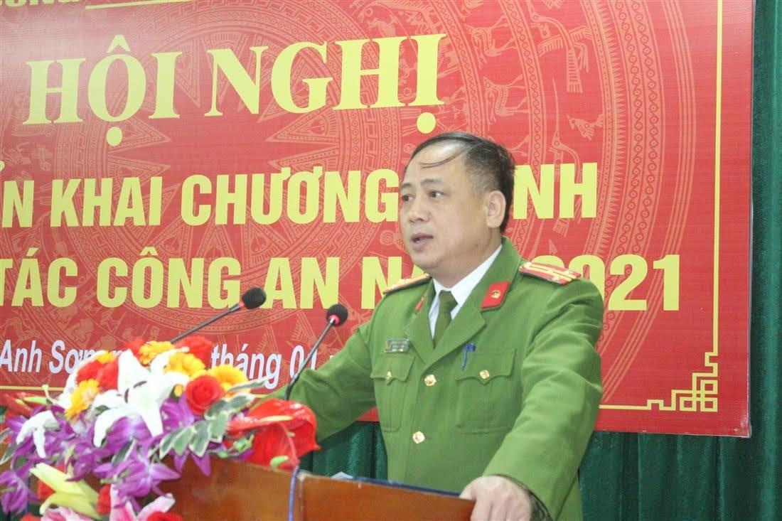Thượng tá Nguyễn Hồng Tuyến, Trưởng Công an huyện Anh Sơn phát biểu tại hội nghị.
