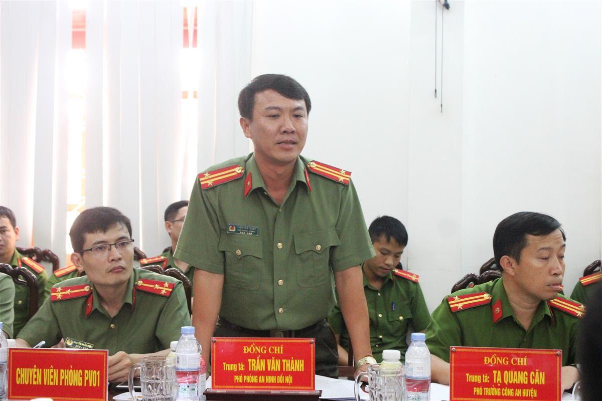 Đại diện Lãnh đạo các phòng nghiệp vụ Công an tỉnh phát biểu tại buổi làm việc