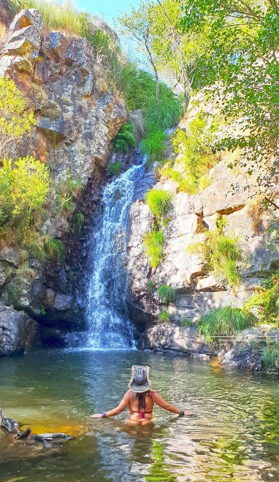 CASCATA DO PENEDO FURADO - Visitar o passadiço do PENEDO FURADO   Uma praia fluvial, um trilho, um passadiço, várias cascatas e piscinas naturais