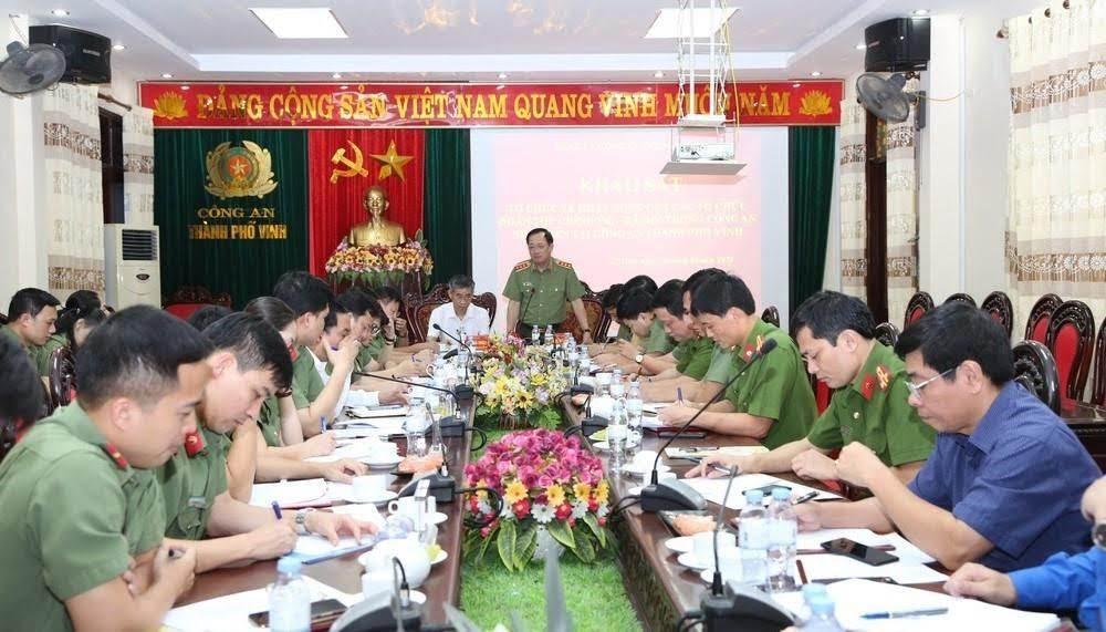 Toàn cảnh buổi làm việc của Đoàn công tác Bộ Công an với Công an TP Vinh.