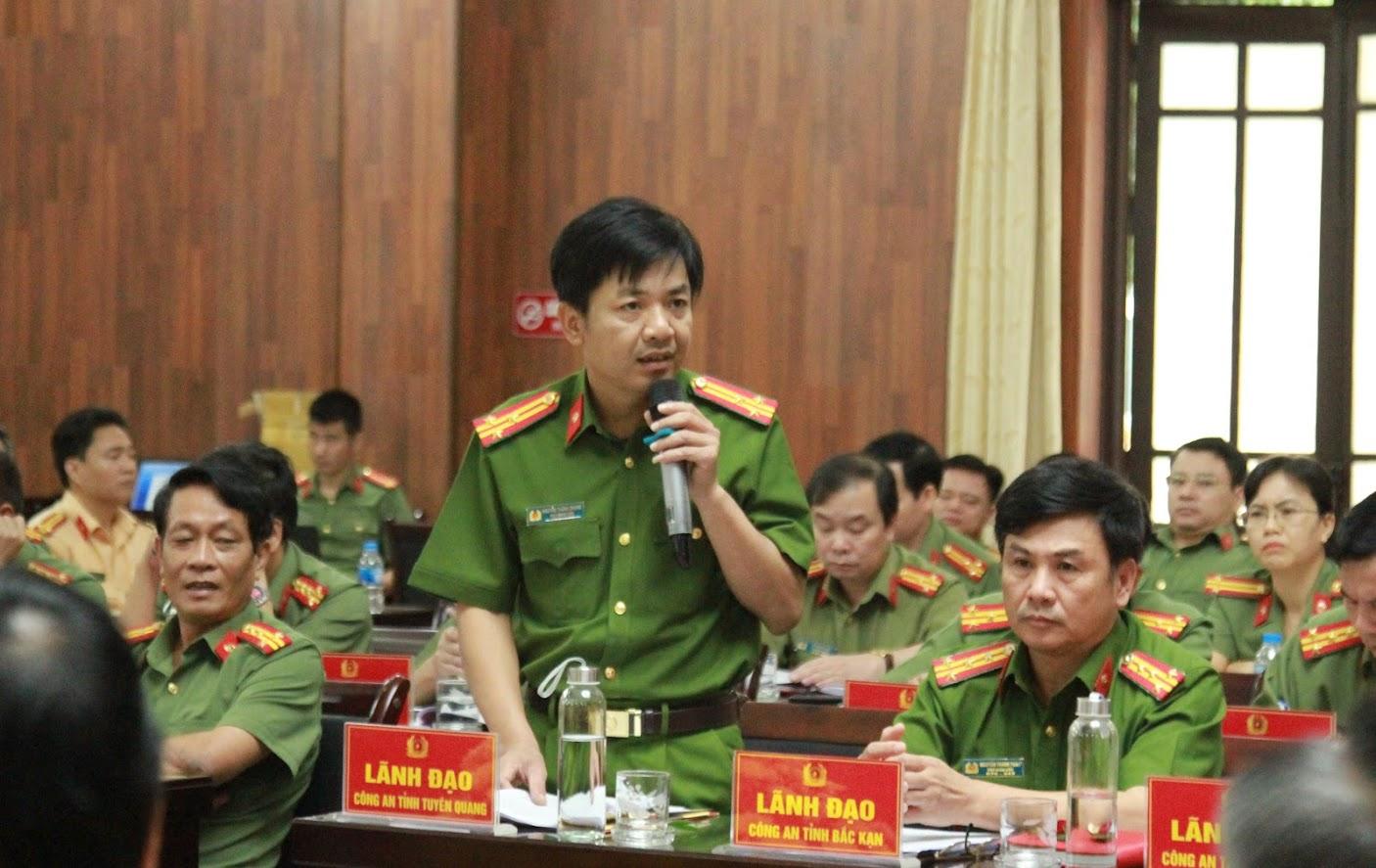 Các đại biểu phát biểu tham luận tại Hội nghị.