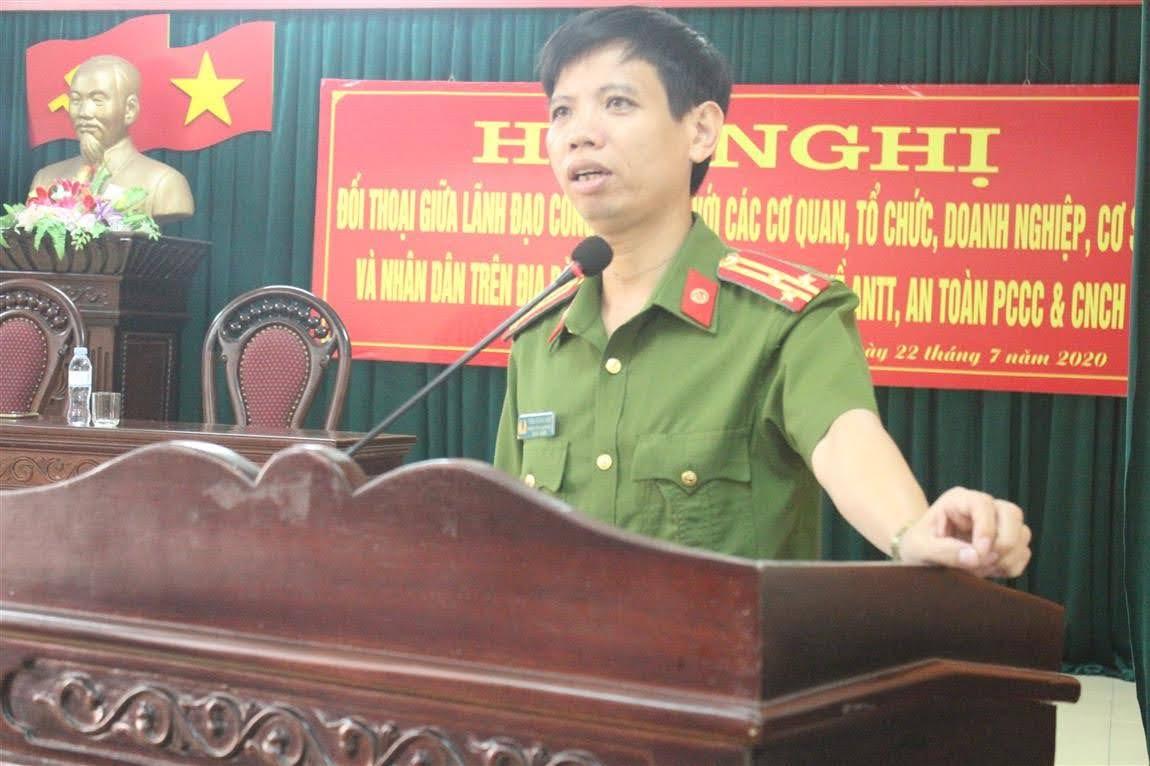 Thượng tá Trần Hướng Nam, Trưởng Công an huyện phát biểu tại Hội nghị