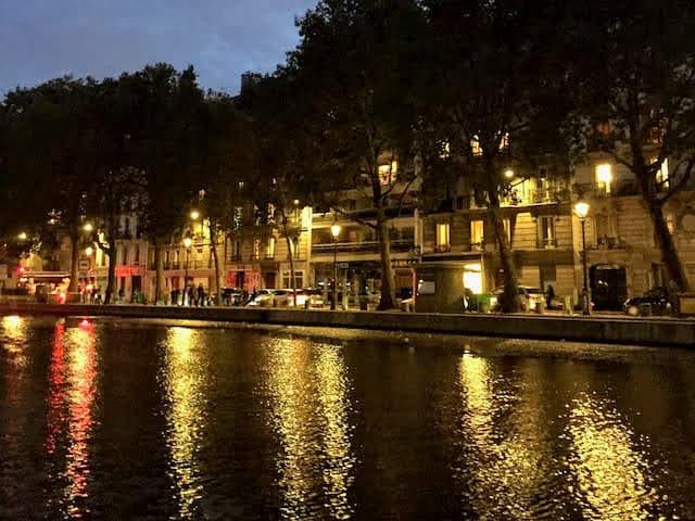 エミリー、パリへ行く ダブルデート サンマルタン運河