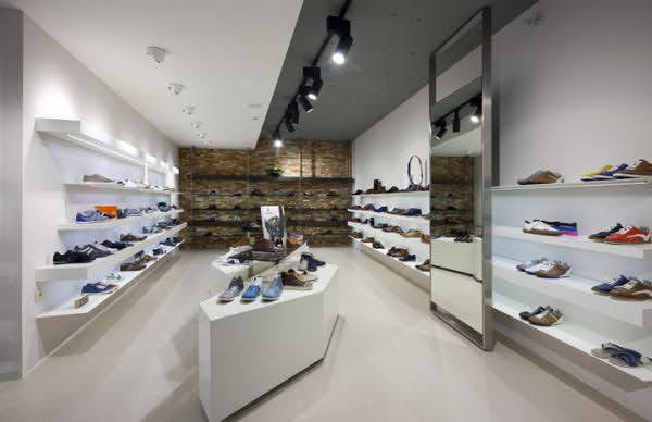 thiết kế cửa hàng giày dép