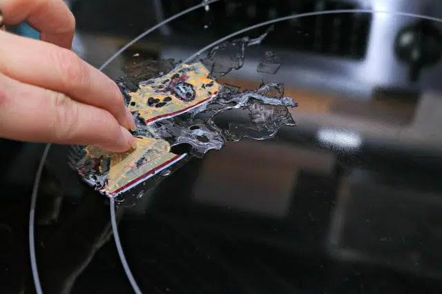 Chở cho phẩn nhựa bị nóng chảy trên bếp từ nguội lại