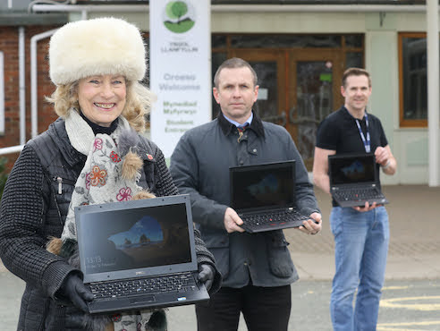 Lady Linlithgow leads laptop appeal