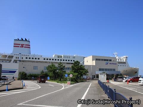 新潟港にて出港を待つ新日本海フェリー「あざれあ」