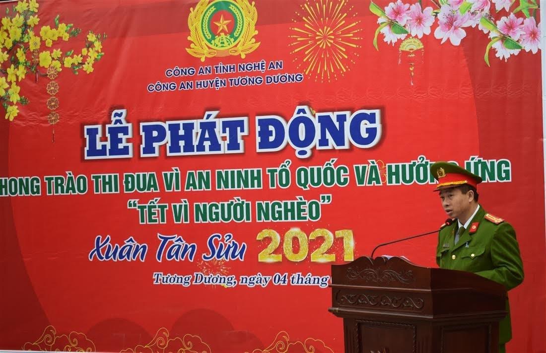 """Đồng chí thượng tá Trần Phúc Tú, Trưởng Công an huyện phát động phong trào thi đua """"Vì ANTQ"""" và ủng hộ Tết vì người nghèo"""