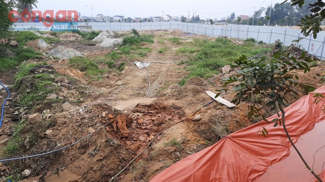 Chủ đầu tư chỉ mới quây tôn khu vực ô nhiễm rồi tiến hành xây dựng hạ tầng khu đô thị