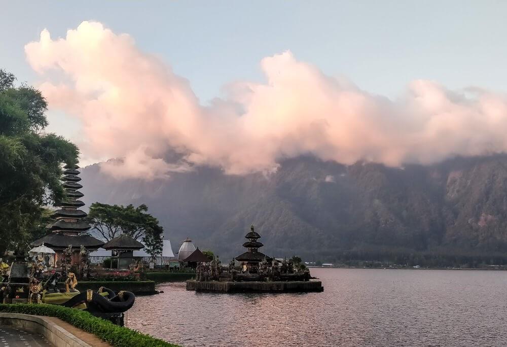 ulun danu goddess temple bali mountians bedugul indonesia.jpg