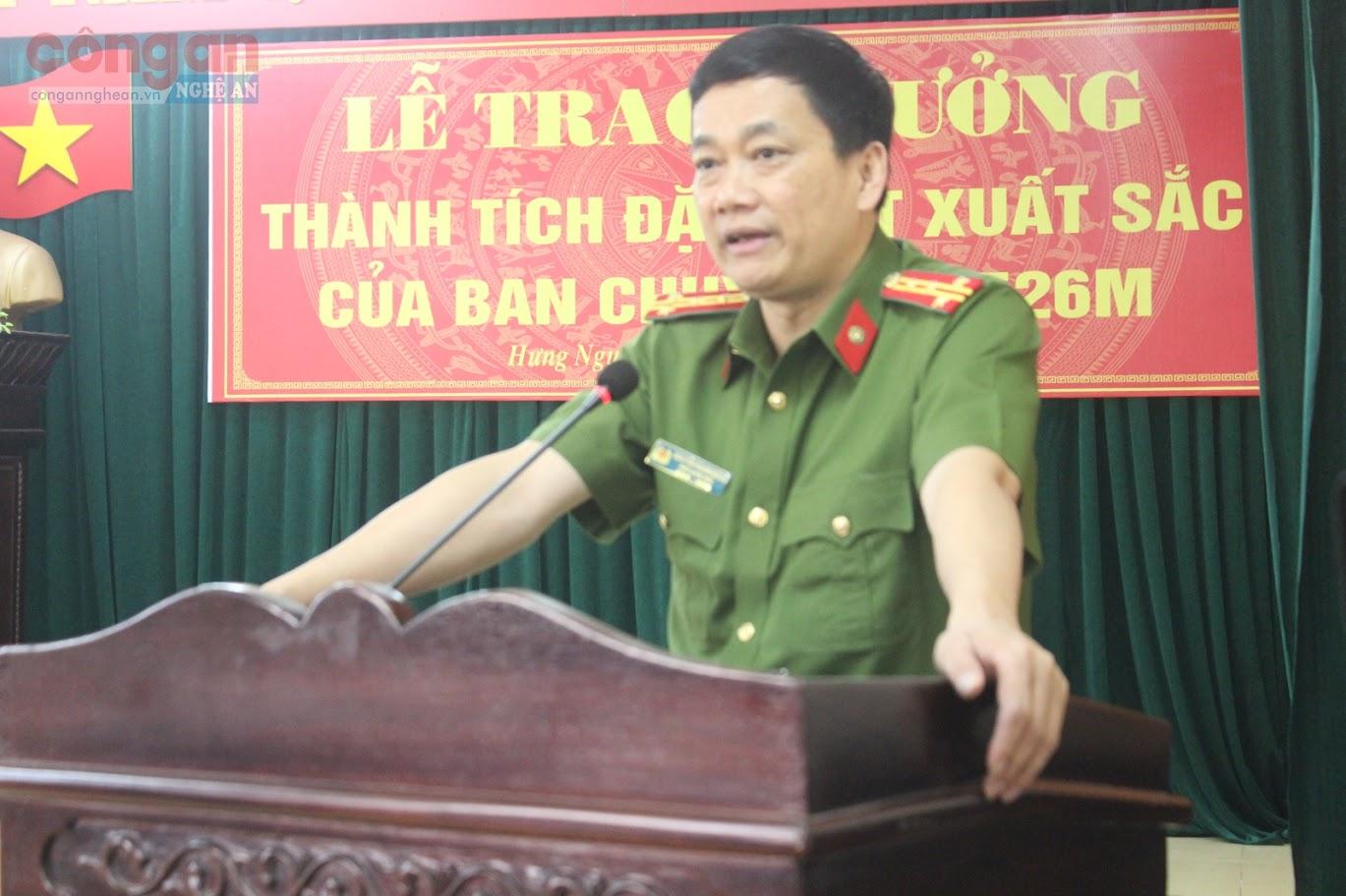 Đồng chí Đại tá Nguyễn Mạnh Hùng, Phó Giám đốc, Thủ trưởng Cơ quan CSĐT Công an tỉnh ghi nhận thành tích đặc biệt xuất sắc của Ban Chuyên án