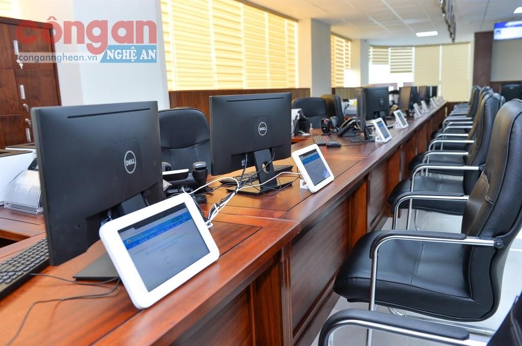 Hệ thống cơ sở vật chất tại Trung tâm Phục vụ hành chính công Nghệ An được trang bị hiện đại - Ảnh: Thành Cường