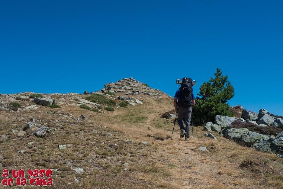 Alcanzando la cima de Hoyo OScuro (2129 m).