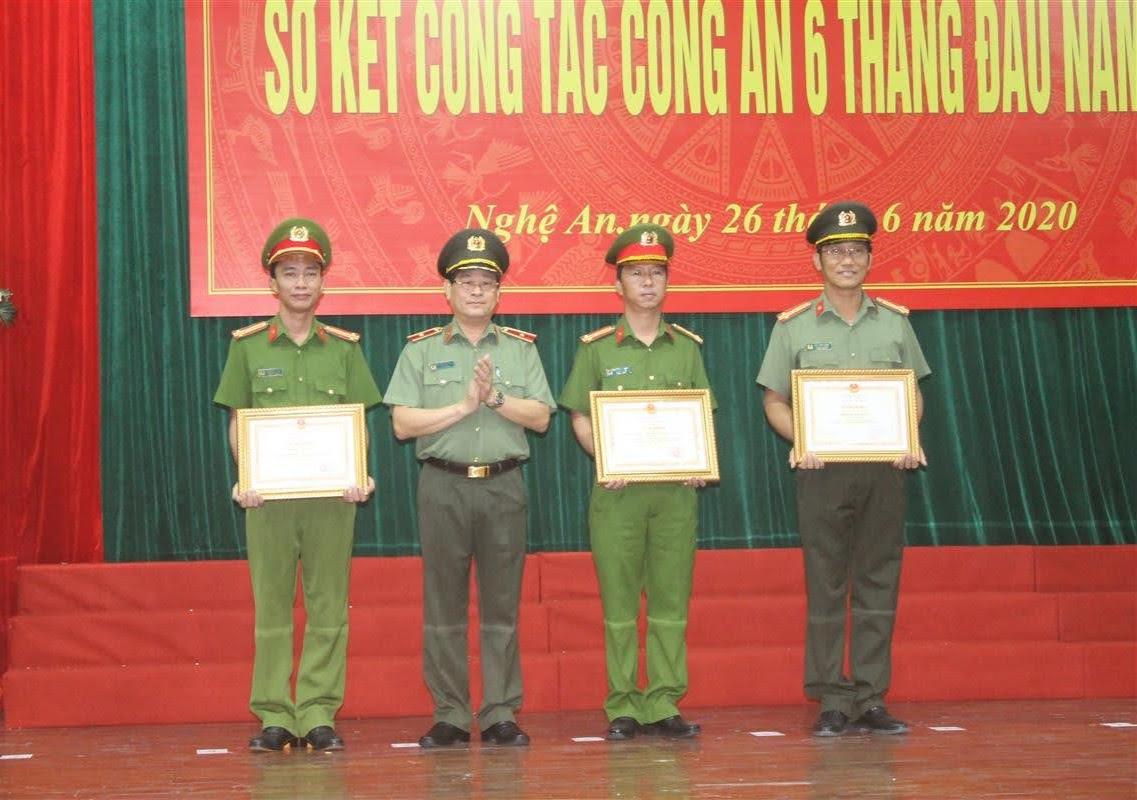 Dịp này có 3 tập thể được Bộ Công an tặng Bằng khen vì có thành tích xuất sắc trong công tác chiến đấu