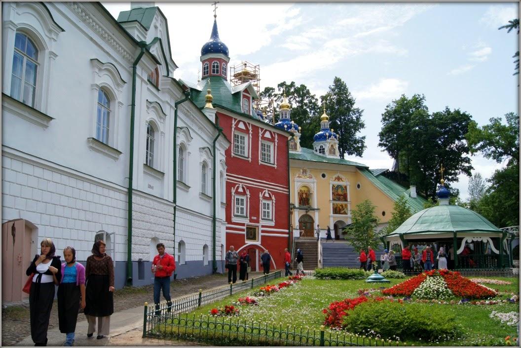 На белые ночи в Петербург (Царское село, Петергоф) через Печоры и Псков. Фотозарисовки из прошлого.
