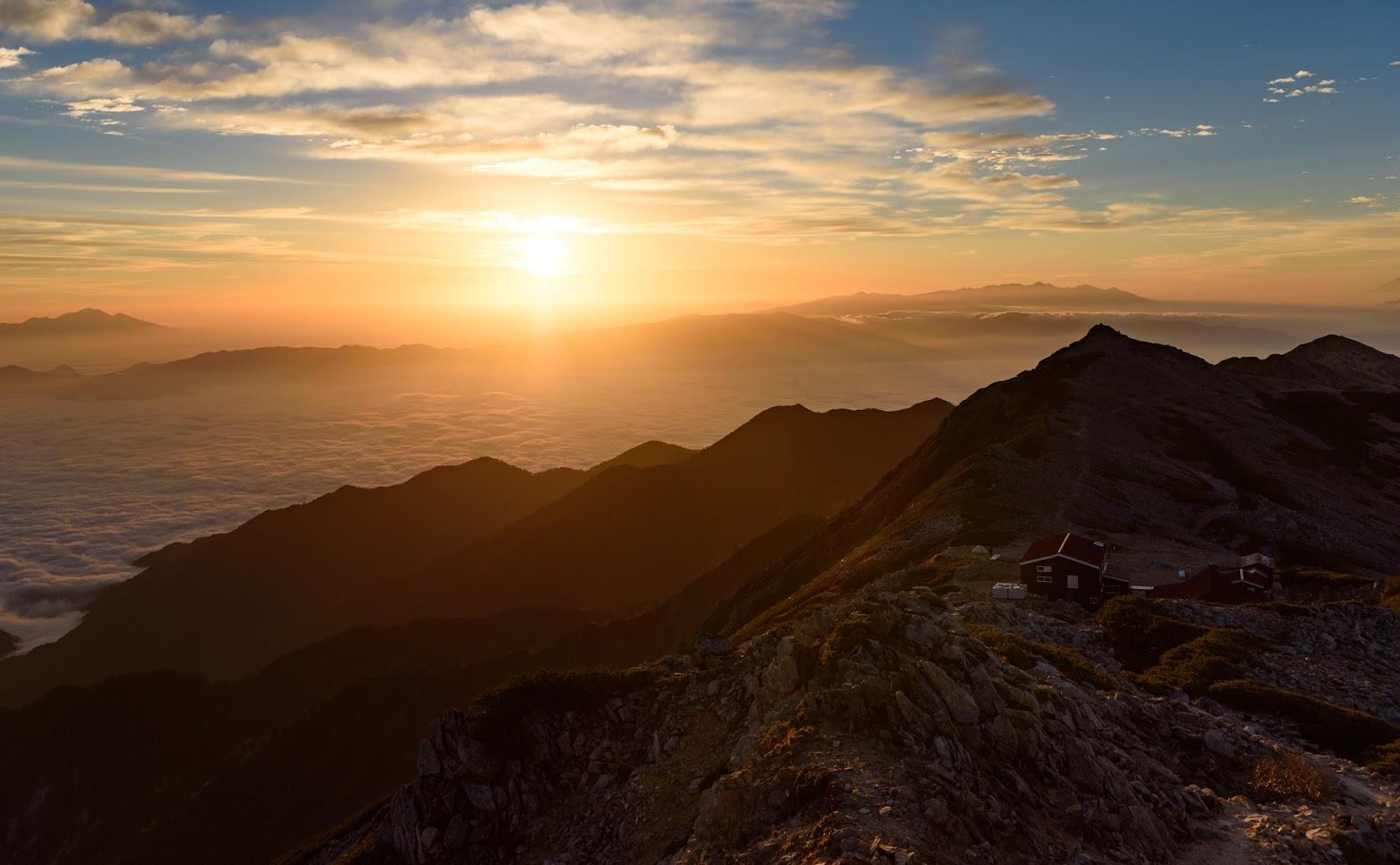【北アルプス】表銀座 縦走(その2)~蕩けそうな雲海の後、東鎌尾根を越えて槍ヶ岳へ~