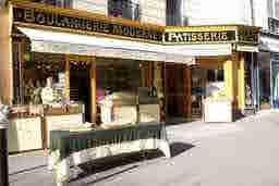 エミリー、パリへ行く Bakery of great Pain au chocolat La Boulangerie Moderne